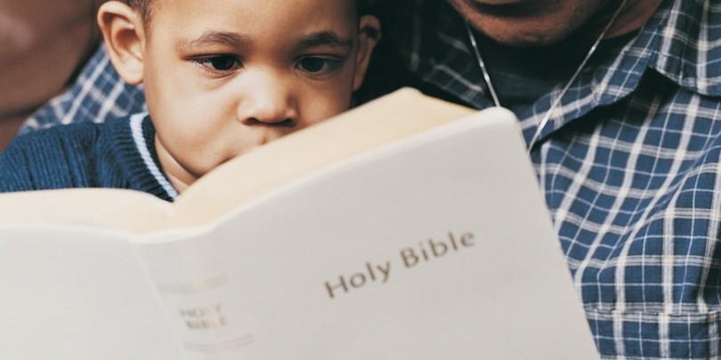 bebe_biblia